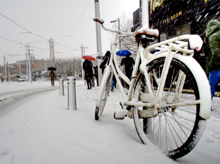 E Bike im Winter im Schnee